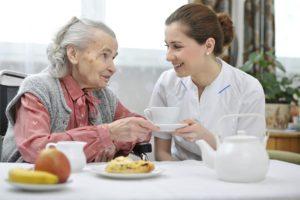 L'Aide au maintien à domicile : s'organiser plus facilement