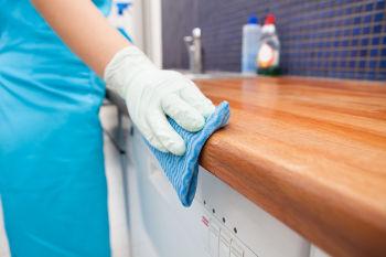 je cherche un travaille comme femme de ménage)